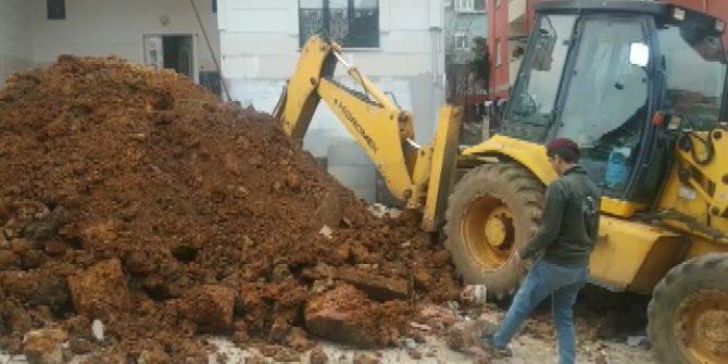 İstanbul'dabir işçi göçük altında kaldı