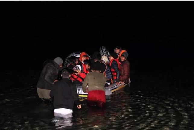 Göçmenlerden gece yarısı Avrupa çıkarması!