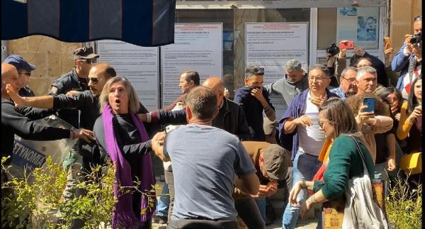 Koronavirüs Kıbrıs'ı da karıştırdı! Biber gazıyla müdahale