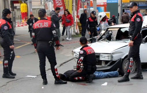 İstanbul'da polisten kaçan şüpheli ortalığı birbirine kattı