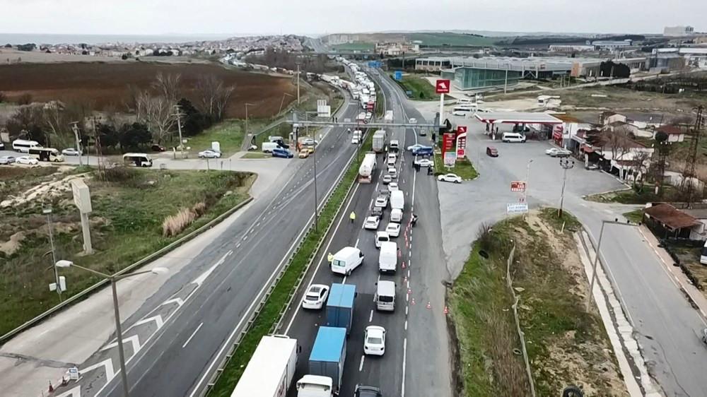 İstanbul'a giriş-çıkışta kilometrelerce kuyruk oluştu