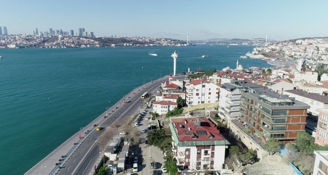 İstanbul Boğazı yine renk değiştirdi