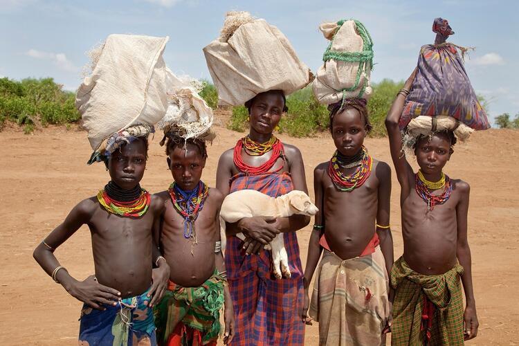 Modern toplumdan uzakta insan eti yiyen kabileler !
