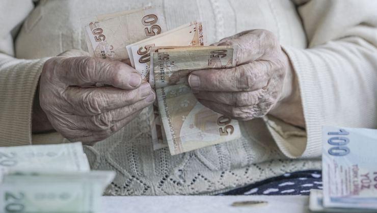 Emekli maaşında kriz var! Emekliler maaş, bankalar anlayış bekliyor!