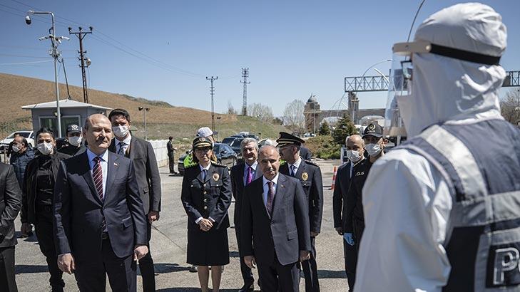 İçişleri Bakanı Soylu'dan polis kontrol noktasına ziyaret