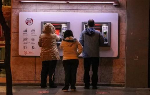 Sokağa çıkma yasağı bitti; vatandaşlar bu sefer de ATM'lere akın etti!