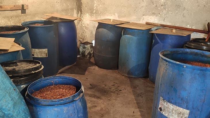 Satışa hazır 2 bin 335 litre sahte içki ele geçirildi
