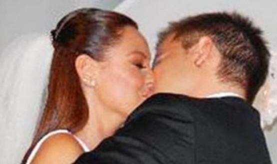 Pınar Altuğ'un dudak dudağa pozuna ''Biraz edep'' tepkisi
