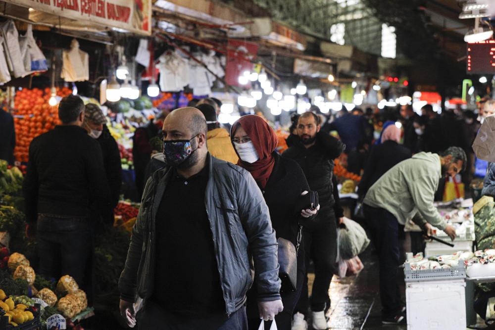 Sokağa çıkma yasağı sonrası yurttan manzaralar: Vatandaş kendini sokağa attı