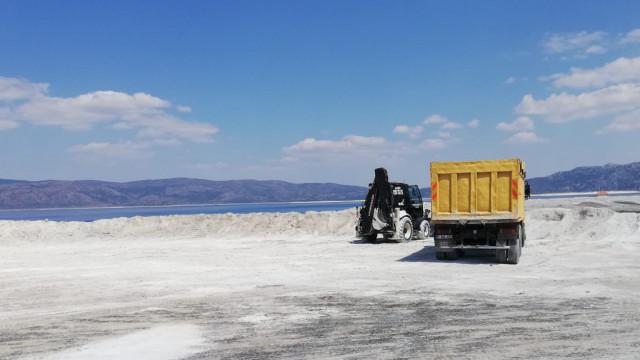 İş makineleri Salda Gölü'ne girdi!