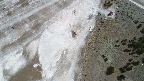 İş makinelerinin talan ettiği Salda Gölü'nün beyaz kumu kayıp! - Resim: 1