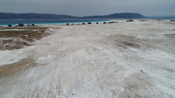 İş makinelerinin talan ettiği Salda Gölü'nün beyaz kumu kayıp! - Resim: 2