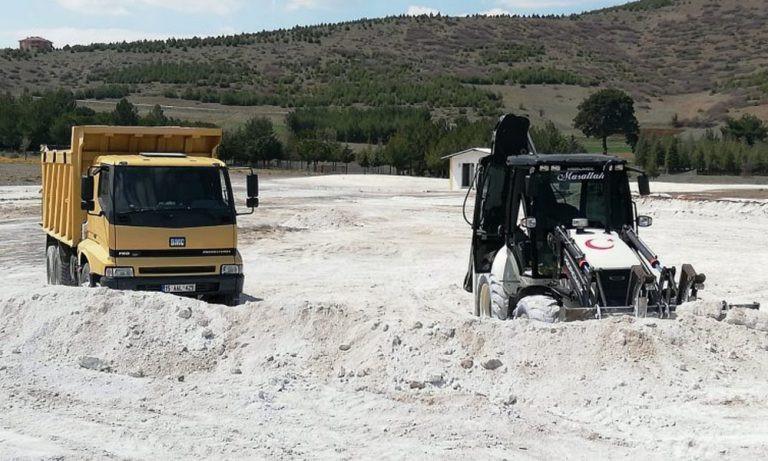 İş makinelerinin talan ettiği Salda Gölü'nün beyaz kumu kayıp!