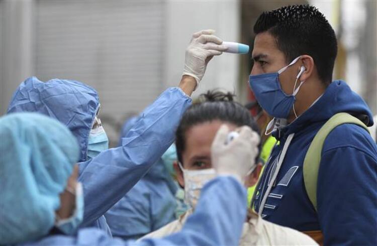 Koronavirüse karşı sıradışı öneri: Şık giyin, makyaj yap, eşini rahatsız etme
