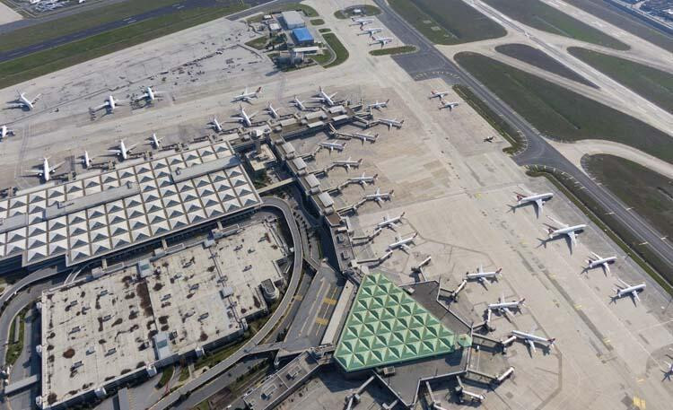 Koronavirüs sonrası Atatürk Havalimanı...