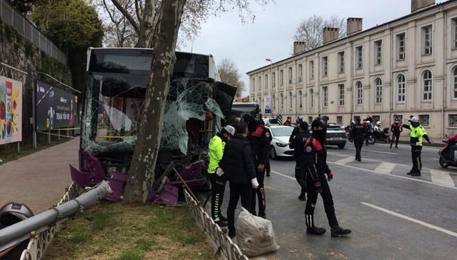 Beşiktaş'ta zincirleme kaza! İETT otobüsü ağaca çarptı