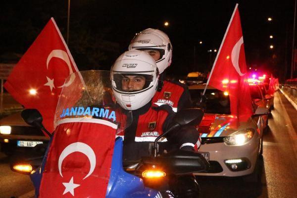 Milyonlar hep birlikte İstiklal Marşı'nı okudu - Resim: 2