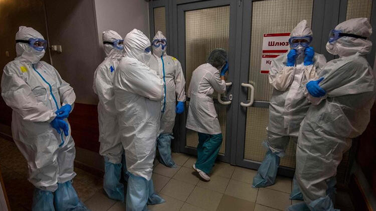Rusya'da koronavirüs salgını tırmanışa geçti