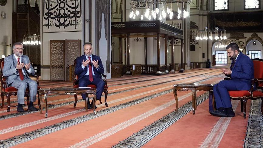 ''Camiler ibadet yeridir şov sahnesi değil''