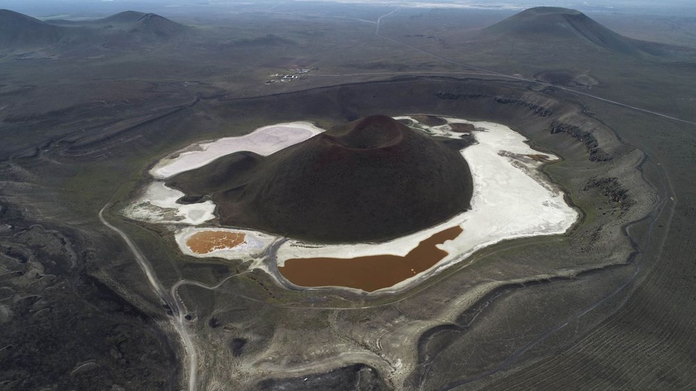 ''Dünyanın nazar boncuğu'' Meke Gölü tamamen kurudu