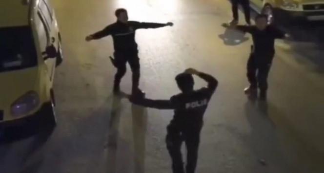 En ilginç karantina görüntüleri: Vatandaş çaldı, polis oynadı