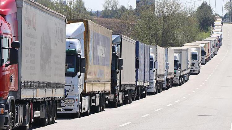 Bakan açıkladı; TIR şoförleri yeniden yurt dışına çıkabilecek