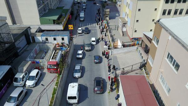 Esenyurt'ta PTT önünde kuyruk oluştu - Resim: 2