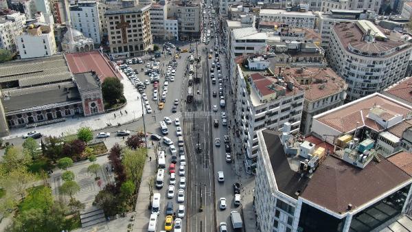 Eminönü ve Karaköy'deki yoğunluk böyle görüntülendi