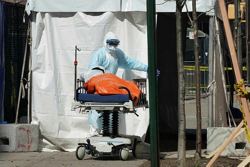 ABD'den şok görüntü! Corona virüs nedeniyle  Cesetleri sokaktan topluyorlar