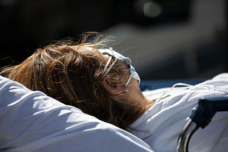 ABD'de durum içleri acısı! Koronavirüs hastalarını böyle taşıdılar