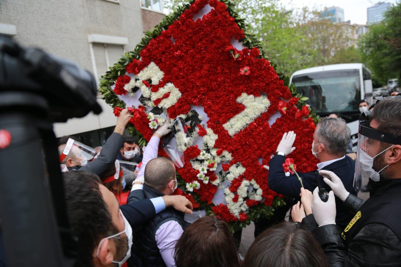 Taksim'e çıkmak isteyen DİSK Başkanı Arzu Çerkezoğlu ve 25 işçi gözaltında