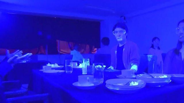 Japonya'dan koronavirüsün yayılma hızını gösteren siyah ışık deneyi