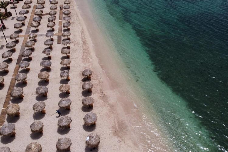 Plajlarlardan ilginç görüntüler: Gözlük modası OUT, maske modası IN!  - Resim: 4