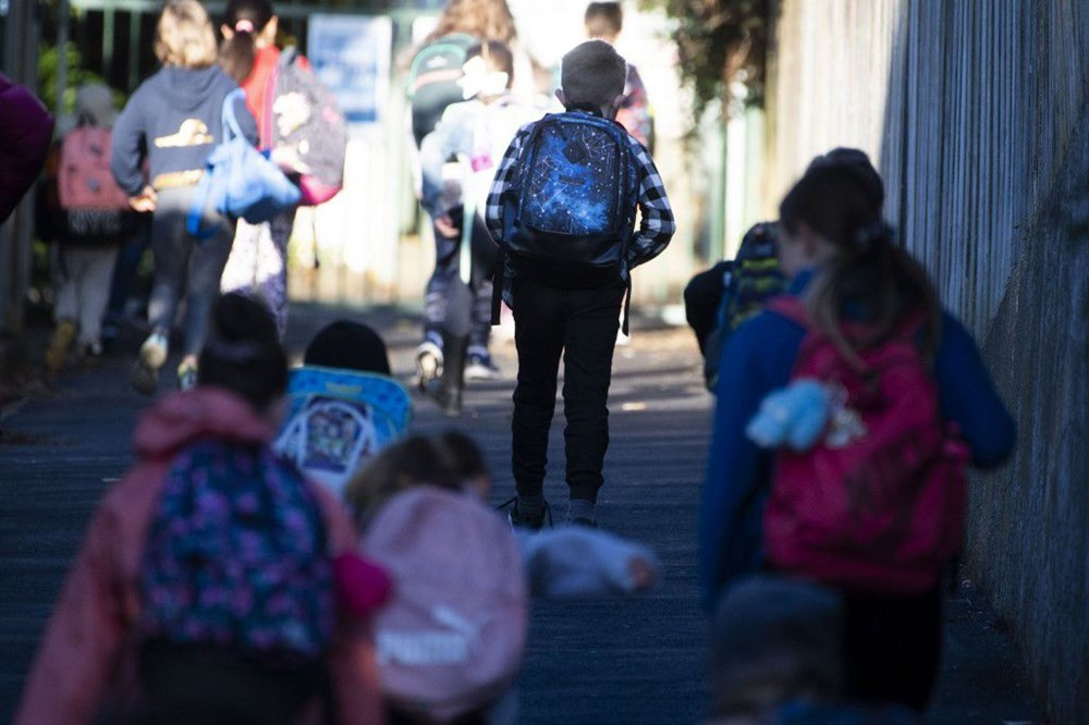 800 bin öğrenci okula geri döndü