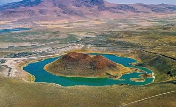 Türkiye'nin nazar boncuğu Meke Gölü ölüyor!