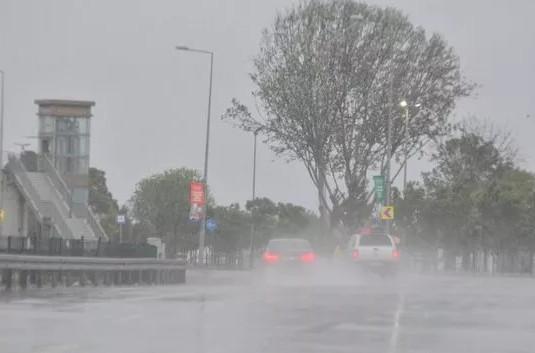 Yağmur İstanbul'u fena vurdu! Yağışlar ne kadar daha devam edecek ?