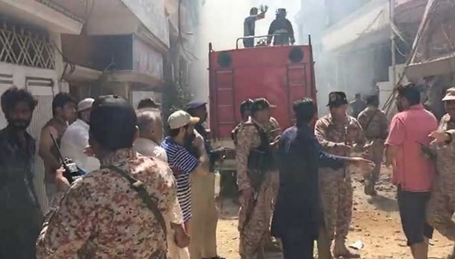 Pakistan'da düşen yolcu uçağından ilk görüntüler
