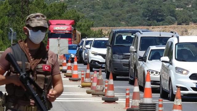 24 saatte 10 bin araç! Yazlıkçılar Bodrum'a akın ettiler!