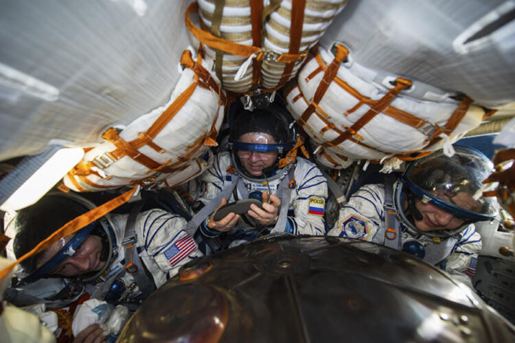 NASA, 8 ay karantinada kalacak elemanlar arıyor!