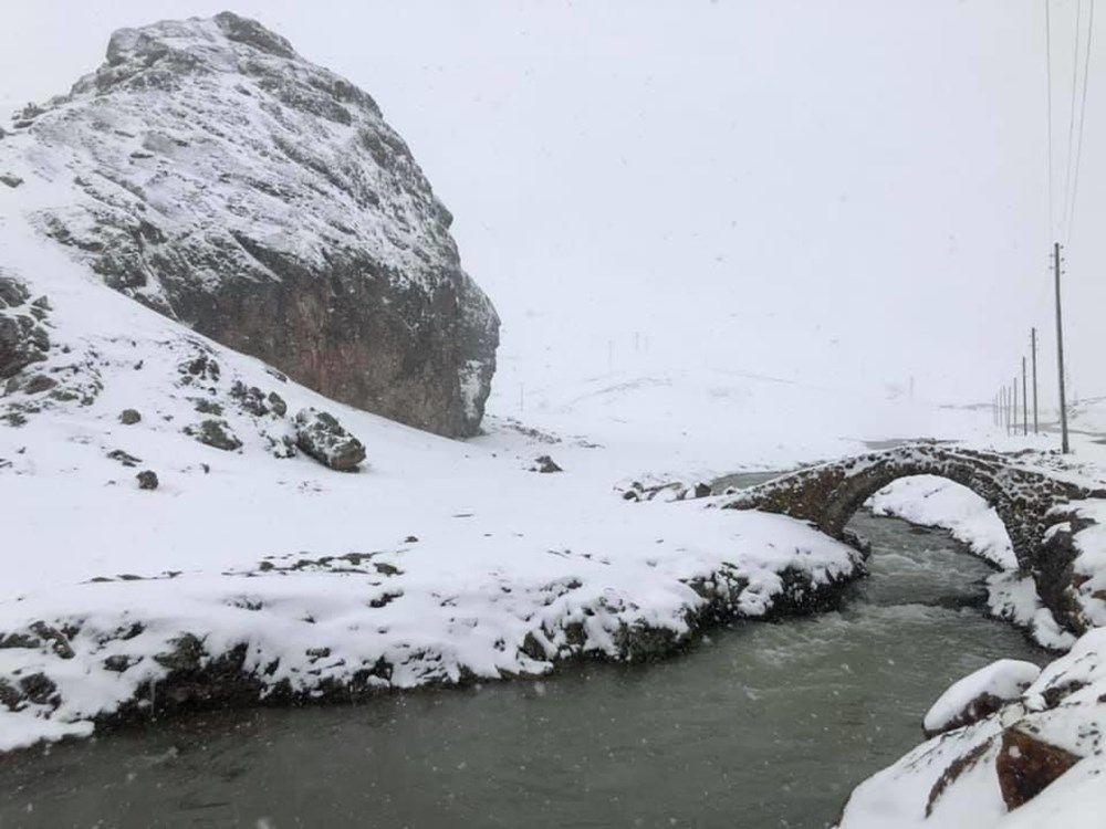 Karadeniz'de mayıs karı güzelliği
