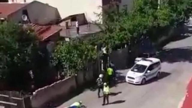 Polis şiddeti kamerada: ''Şerefsizler içeriye girsenize!''
