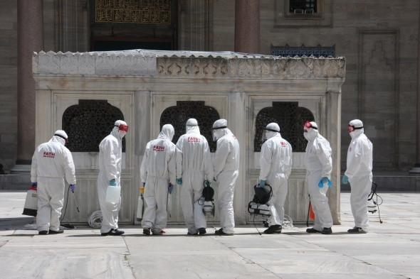 Camilerde ''cuma namazına'' hazırlık böyle görüntülendi