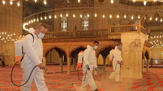 Koronavirüs nedeniyle kapatılan camiler cuma namazına hazırlanıyor