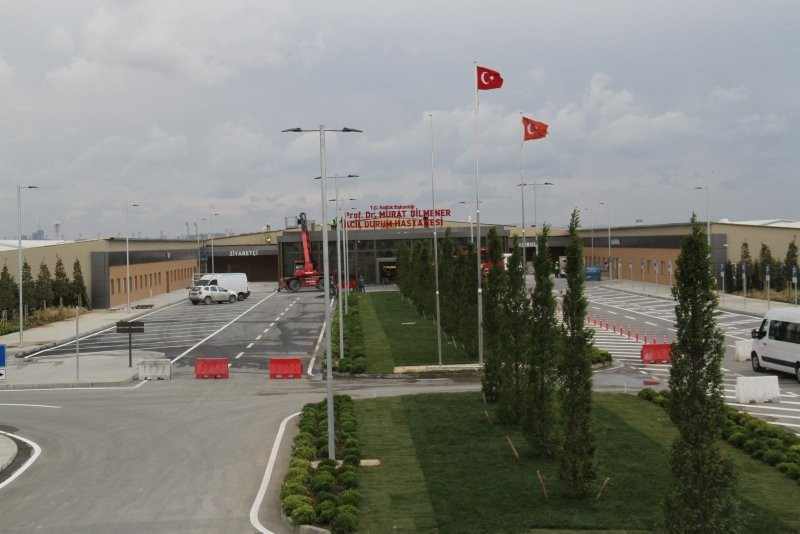 Yeşilköy'deki pandemi hastanesinin tabelası asıldı