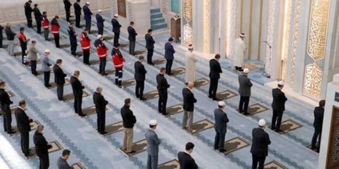 Ankara, İstanbul ve İzmir'de cuma namazı kılınabilecek camiler açıklandı