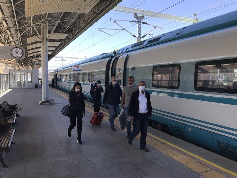 Ankara'dan yola çıkan ilk tren İstanbul'a ulaştı - Resim: 4