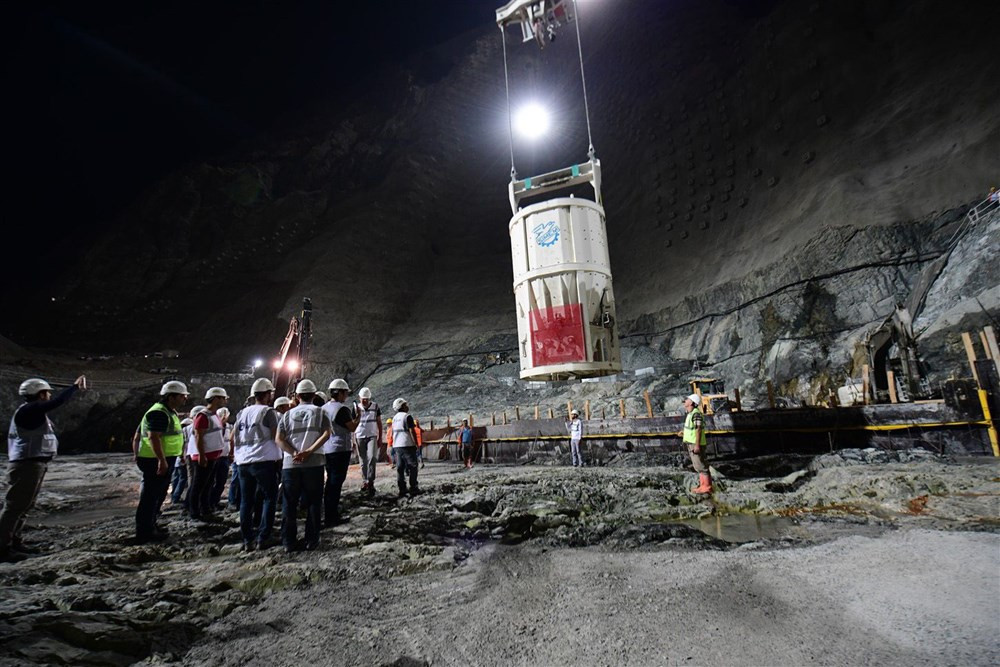 Türkiye'nin en yüksek barajında son 70 metre kaldı