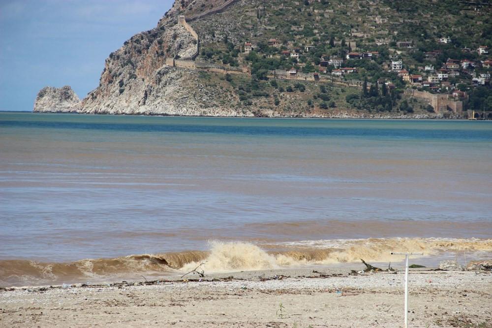 Türkiye'nin tatil cennetinin masmavi denizi karardı!
