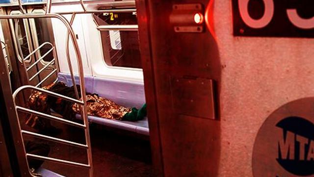 New York metrosunda iki ceset bulundu