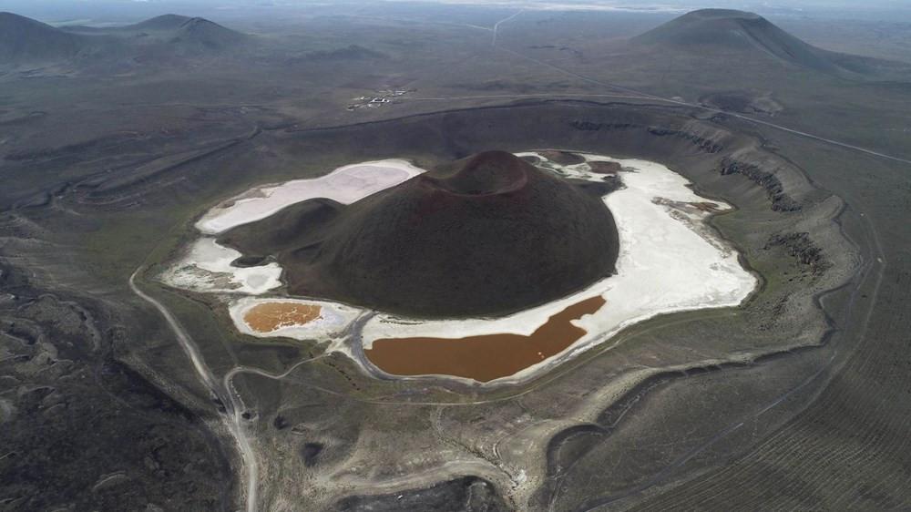 Türkiye'nin nazar boncuğu Meke Gölü kızıl alana döndü